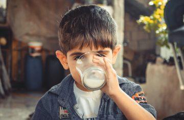 Latte per le famiglie bisognose